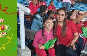 Fundación Luis David viendo al América con la Lotería del Valle